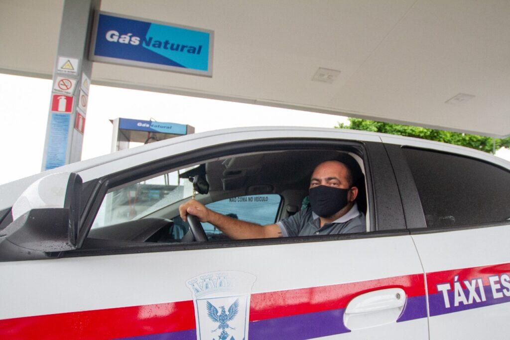 Motoristas já percebem na bomba a redução do preço, que está em torno de R$ 3,14
